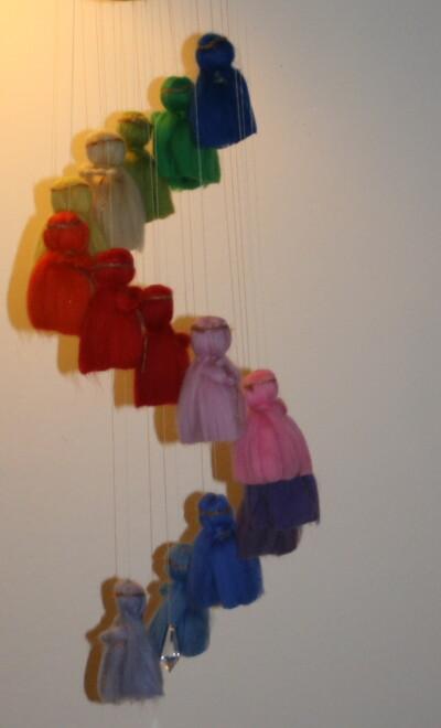 Mobile in lana cardata per la culla del neonato 23