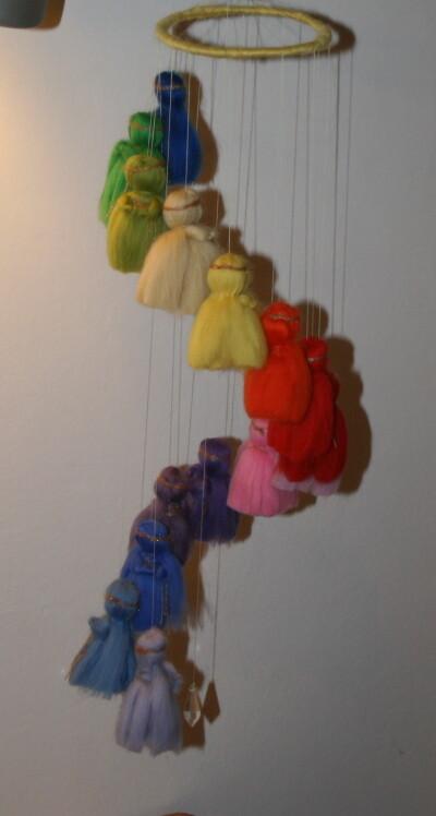 Mobile in lana cardata per la culla del neonato 24