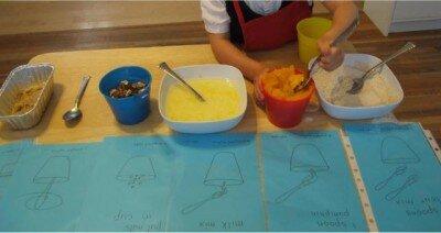 Attività di vita pratica Montessori - cucinare 1