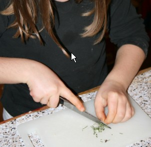 Attività di vita pratica Montessori - cucinare 13