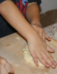 Attività di vita pratica Montessori - cucinare 17
