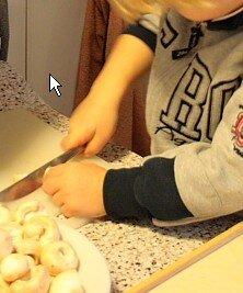 Attività di vita pratica Montessori - cucinare 20