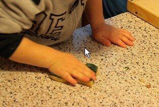 Attività di vita pratica Montessori - cucinare 21