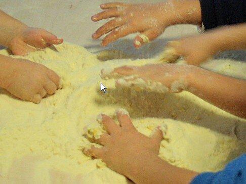 Attività di vita pratica Montessori - cucinare 22