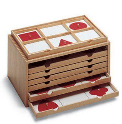 Cofanetto delle figure geometriche piane Montessori 21