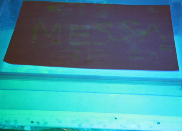 Esperimenti scientifici per bambini - Acqua fluorescente 4