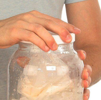 Esperimenti scientifici per bambini - Ghiaccio e sale il gelato senza gelatiera 5