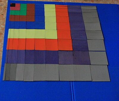 La tavola del decanomio (o tavola di Pitagora) Montessori 1