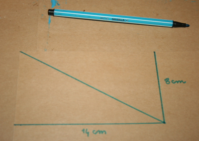 Triangoli blu Montessori 1