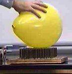 Esperimenti scientifici per bambini - Il palloncino sul letto di chiodi 1