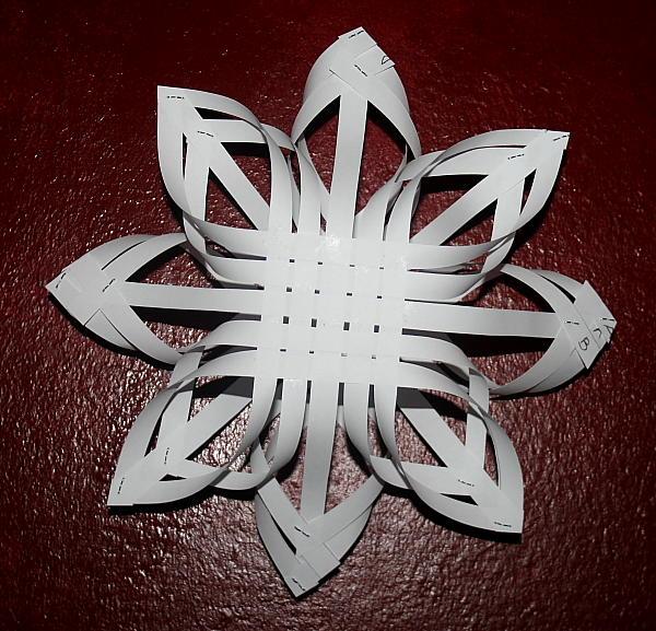 Decorazioni natalizie stella di strisce di carta lapappadolce - Decorazioni natalizie carta ...