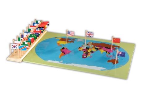 mappa del mondo con bandiere