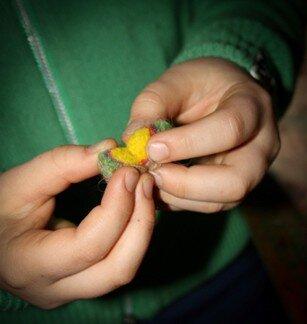 Geodi di feltro e palline di feltro coi bambini 10