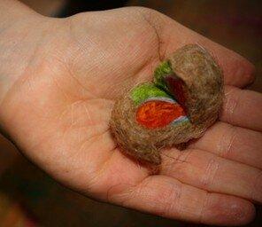 Geodi di feltro e palline di feltro coi bambini 16