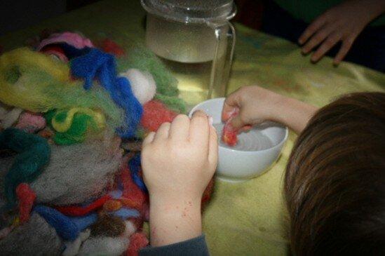 Geodi di feltro e palline di feltro coi bambini 4