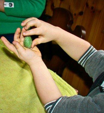 Geodi di feltro e palline di feltro coi bambini