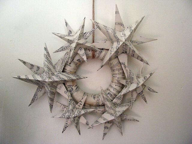101 progetti per ghirlande natalizie fai da te la pappadolce for Stelle di carta tridimensionali