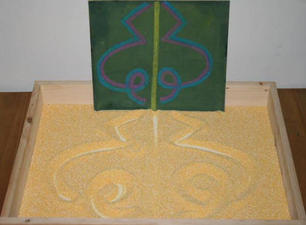 Lavagna di sabbia Montessori - Apprendimento della scrittura 5