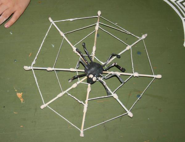 Lavoretti per Halloween – il ragno nella ragnatela