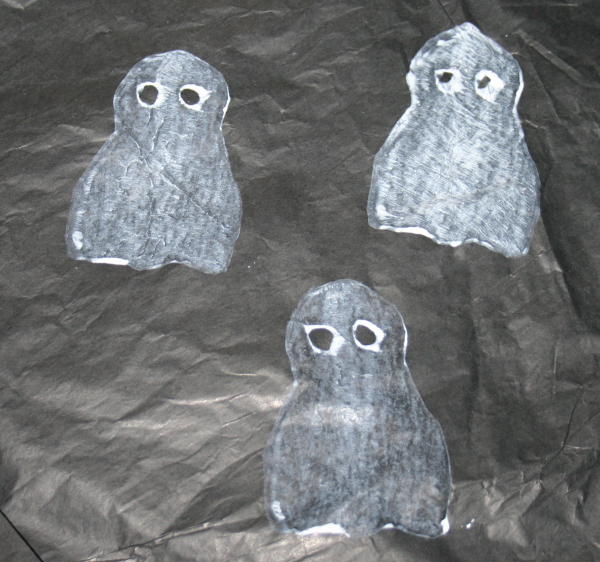 Lavoretti per Halloween - fantasmini stampati con la patata