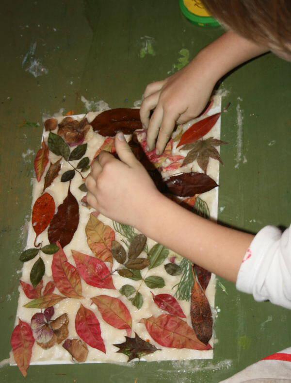 Lavoretti per l'autunno - Collage di foglie