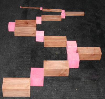 Scala marrone e torre rosa: estensioni