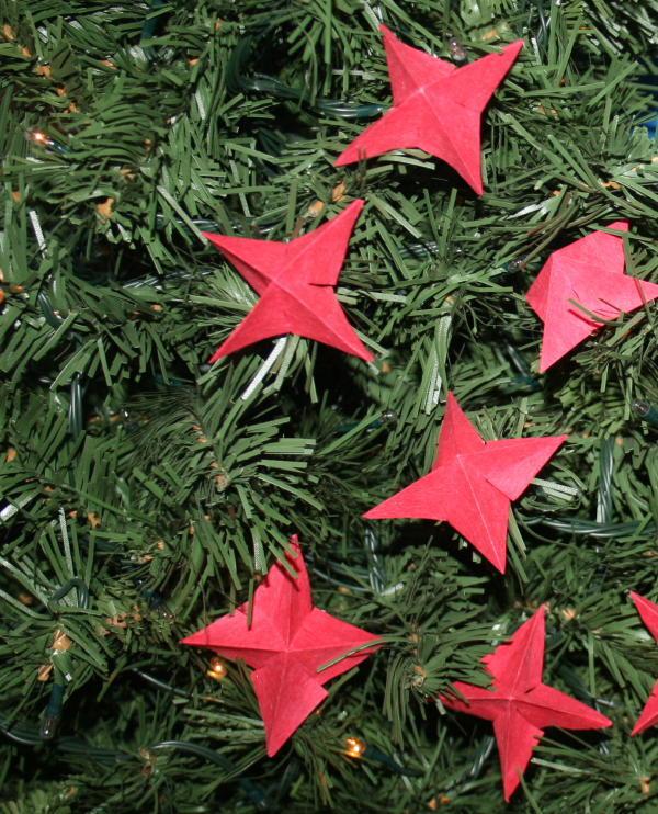 Addobbi natalizi fai da te semplici stelline per le for Addobbi natalizi scuola