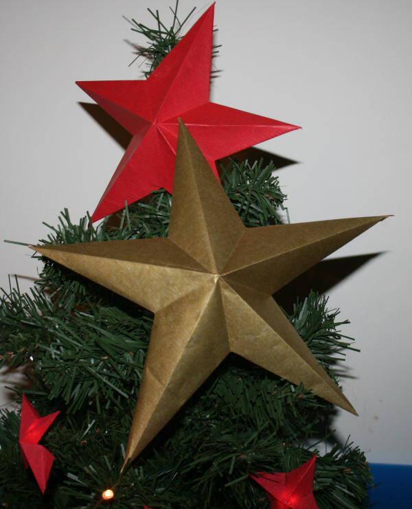 Addobbi natalizi fai da te – stella di carta a cinque punte