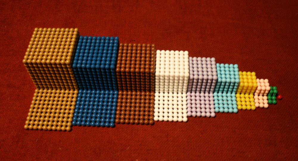 Lo scaffale delle perle colorate Montessori: presentazione generale