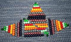 Esercizi con le perle colorate Montessori images-431