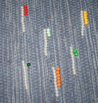 Esercizi con le tavole di Sèguin e le perle colorate Montessori gennaio48