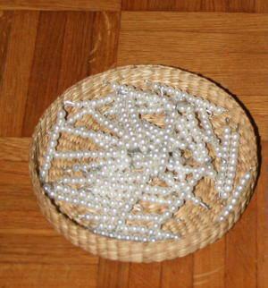 Esercizi con le tavole di Sèguin e le perle colorate Montessori gennaio60