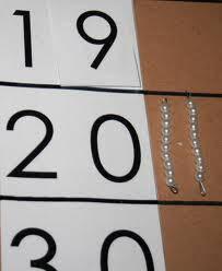Esercizi con le tavole di Sèguin e le perle colorate Montessori images-10