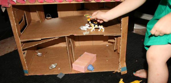 casa di cartone riciclato11