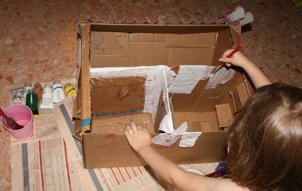 casa di cartone riciclato13