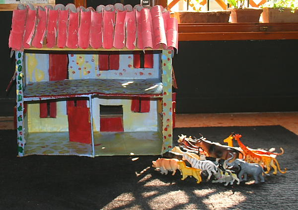 Fattoria degli animali in cartone riciclato lapappadolce - Casa di cartone ...