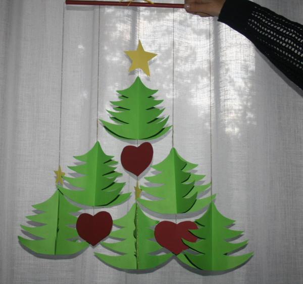 Decorazioni natalizie - un mobile di cartoncino