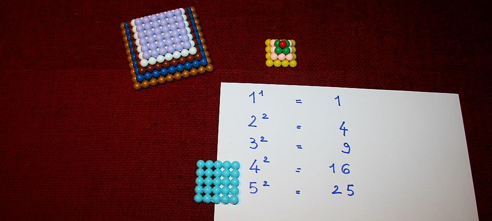 Perle colorate Montessori: altre attività coi quadrati e i cubi dei numeri